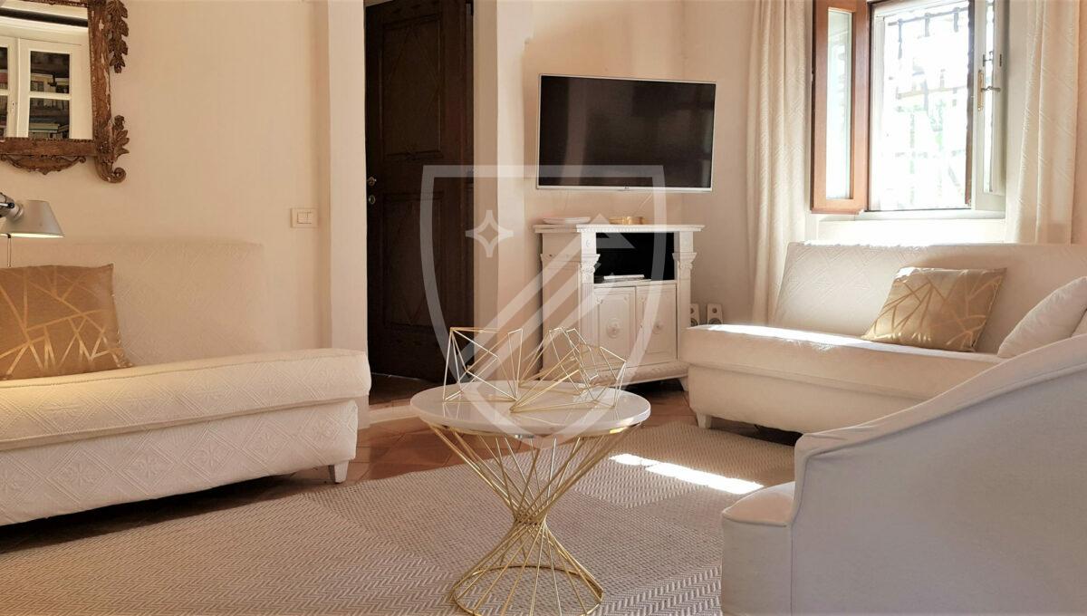Living Room (8) 2